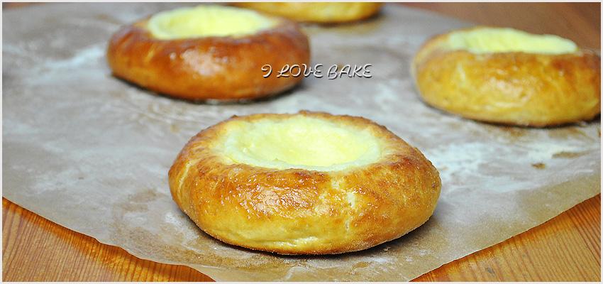 drozdzowe-buleczki-z-serem-1