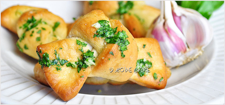 czosnkowe-supelki-garlic-knots-1