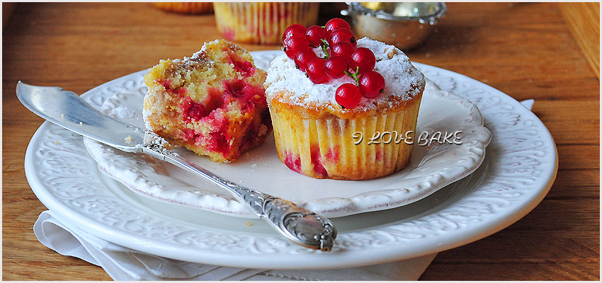 muffinki-z-porzeczkami-i-cynamonowa-kruszonka-przepis-2