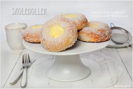 skoleboller-norweskie-bułeczki-z-budyniem-kokosem-3