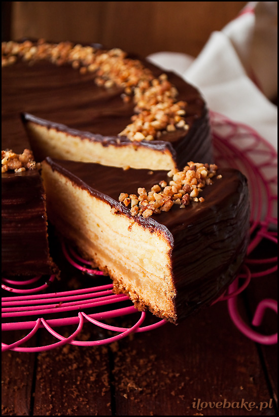 sękacz-z-marcepanem-i-czekoladą-1