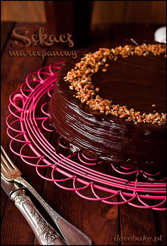 sękacz-z-marcepanem-i-czekoladą
