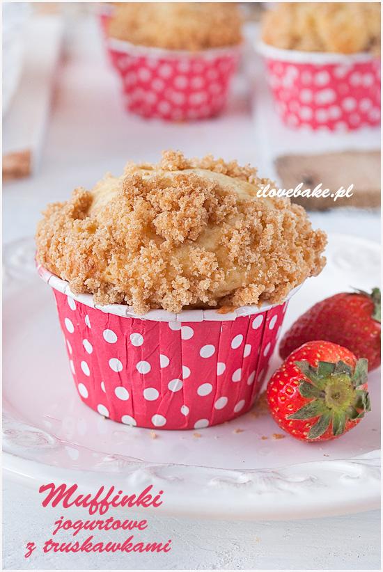 jogurtowe muffinki z truskawkami