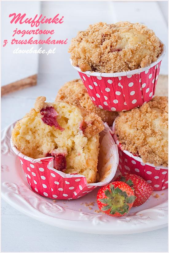 jogurtowe-muffinki-z-truskawkami-kruszonka-8