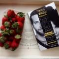 Majowka + ksiazka = idealna para #ksiazka #poradnik #majowka #maj #relax #chillout #time #book #fruit #slow #life #silverliningsplaybook