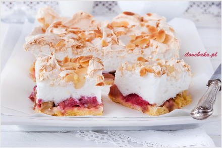 kruche-ciasto-z-rabarbarem-i-bezą-6