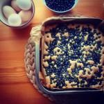 Puszysty placek z jagodami gotowy jagody ciasto kuchnia jedzenie deserhellip
