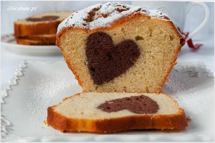 ciasto-jogurtowe-z-sercem-4