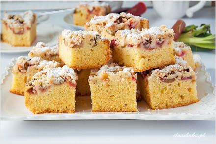 ciasto-z-rabarbarem-i-kruszonką-15