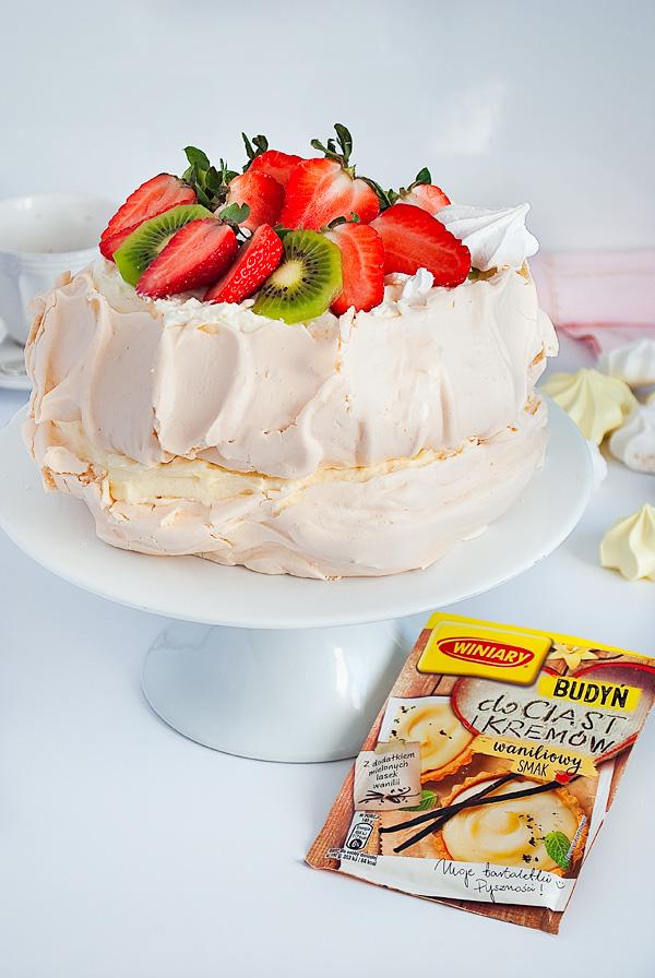 tort bezowy z kremem budyniowym-2