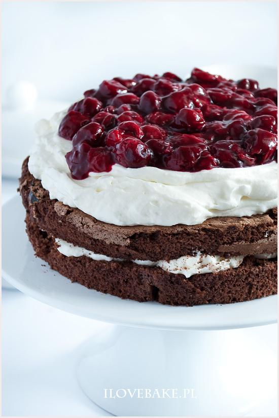torcik-czekoladowy-z-wisniami