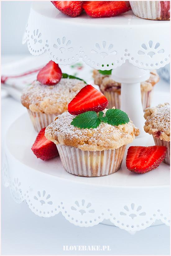 muffinki z truskawkami i kruszonką