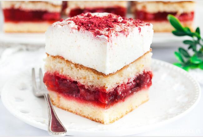 Lekkie ciasto z truskawkami i mascarpone-3